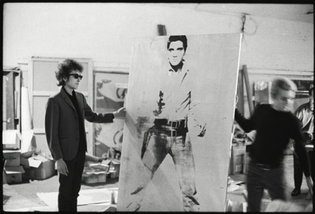 https://adolfovasquezrocca.files.wordpress.com/2015/02/d2393-bob-dylan-with-a-double-elvis-screen-print-by-andy-warhol-the-silver-factory-231-east-47th-street-new-york-1965-photo-nat-finkelstein-800x544.jpg?w=450